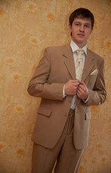классические мужские костюмы от 50 уе, смокинги от 180 уе